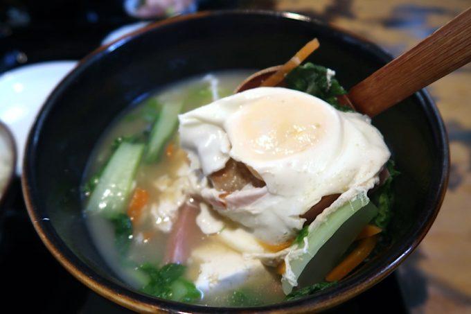 浦添市伊祖「ゆがふ家」みそ汁に入っている卵は固茹で