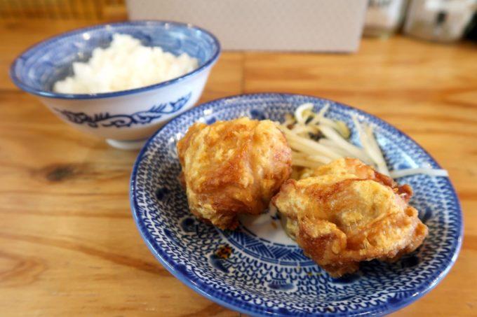 沖縄市園田「下品なぐらいダシのうまいラーメン屋」から揚げ2個とライス