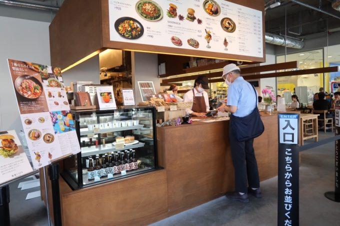 デパートリウボウ2階「楽園カフェ(樂園CAFE)」のレジ前