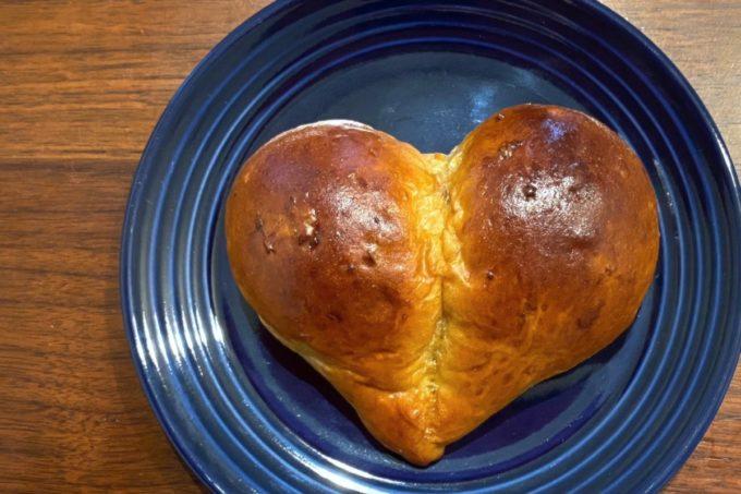 那覇・真嘉比「Stay Gold(ステイゴールド)」Heart Bread Projectのハートくるみパン(100円)