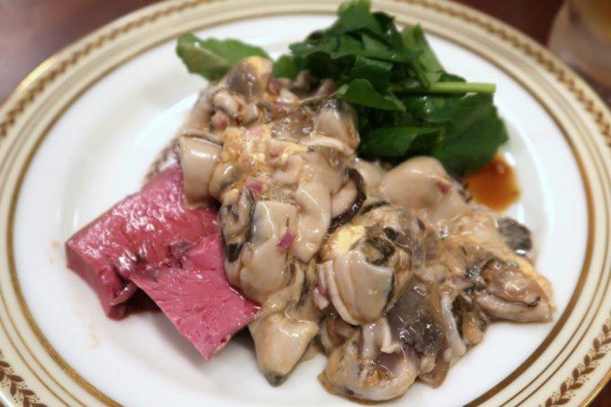 那覇・松尾「末廣ブルース」豚ハツと生牡蠣の青唐タルタル(850円)