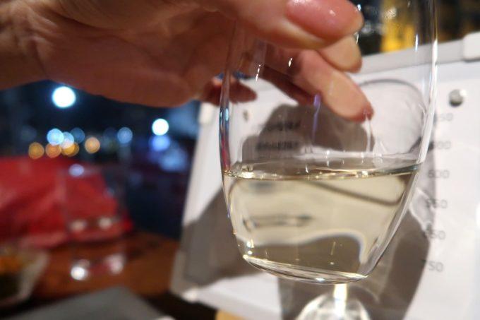 横浜「be Rock 宮川橋店」日本酒の色味が黄色い。