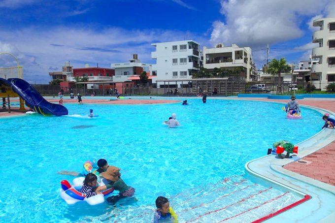 嘉手納町「兼久海浜公園ウォーターガーデン」の児童用プール
