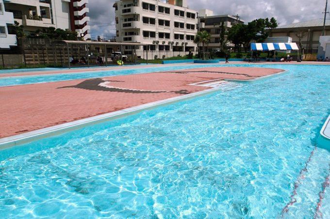 嘉手納町「兼久海浜公園ウォーターガーデン」児童プールの水深は60cm