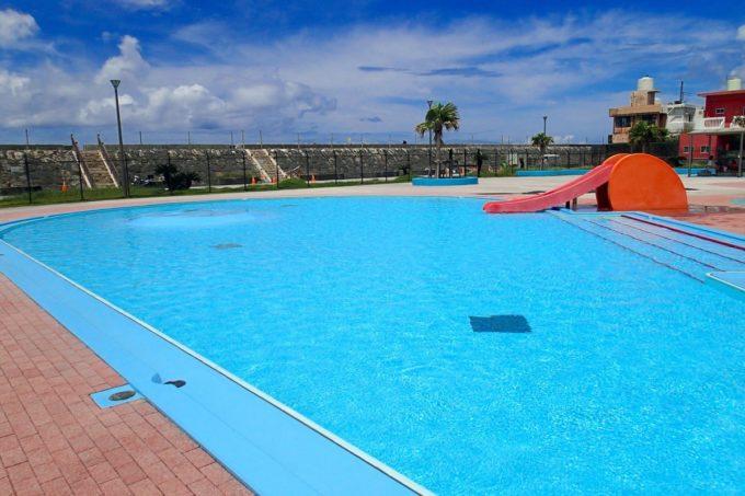 嘉手納町「兼久海浜公園ウォーターガーデン」の幼児プールは水深40cm