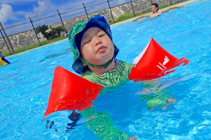 嘉手納町「兼久海浜公園ウォーターガーデン」幼児プールで安全に遊ぶお子サマー