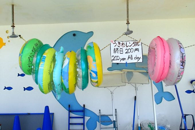 嘉手納町「兼久海浜公園ウォーターガーデン」浮き輪のレンタル(200円)