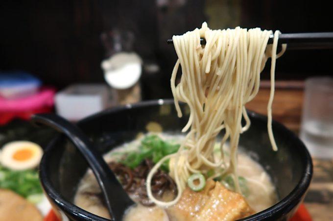 那覇・銘苅「麺や偶 もとなり」の細いストレート麺