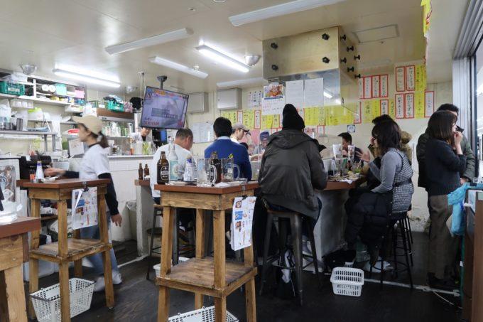横浜・野毛「大衆食堂2.0 とぽす」の店内