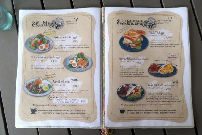 北谷「& Eggs(アンドエッグス)」のサラダとサンドイッチのメニュー