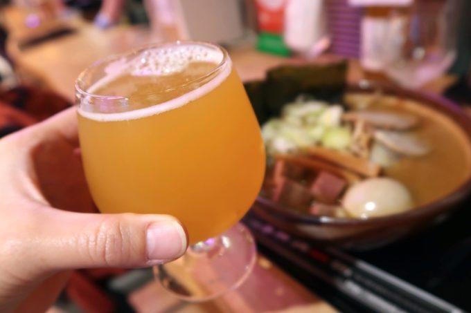 那覇・国際通りののれん街地下のラーメン横丁にある「麺匠 真武咲弥」炙り味玉味噌を食べながらクラフトビールを飲む。