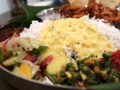 那覇・松尾「南インド料理 マリアラム(Malayalam)」お豆とココナッツのカレーがかけられたバスマティライスと野菜の副菜