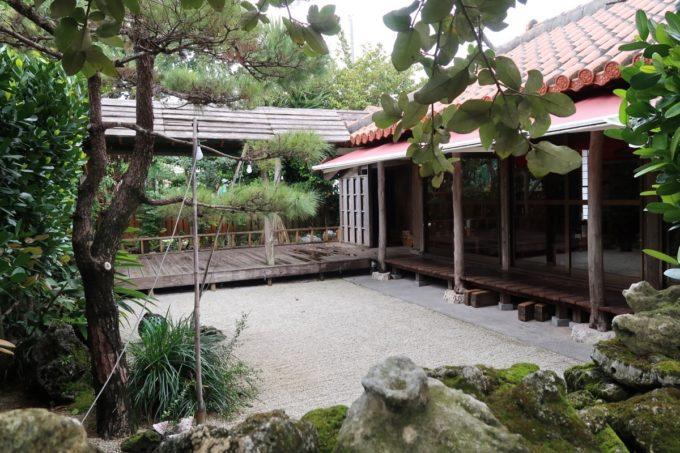 那覇市安謝「おもろ殿内」の中庭