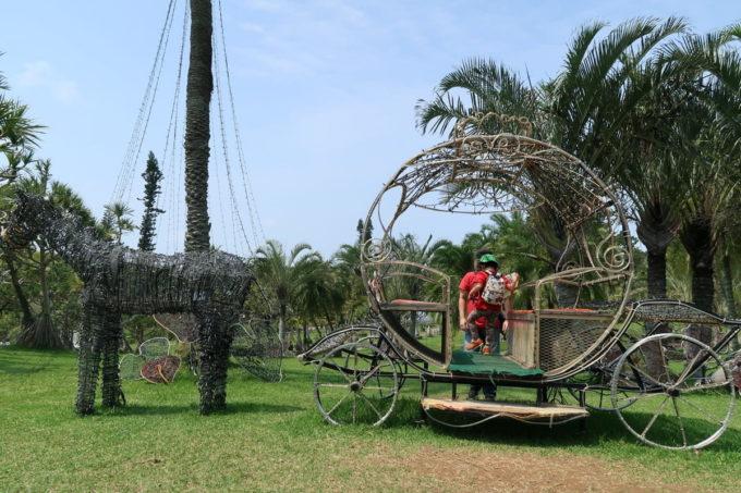 沖縄「東南植物楽園」イルミネーションに使われているであろう馬車