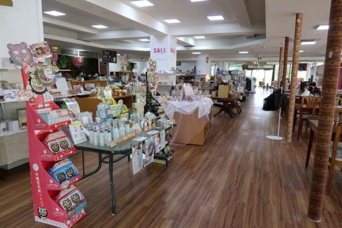 沖縄「東南植物楽園」にあるお土産ショップ