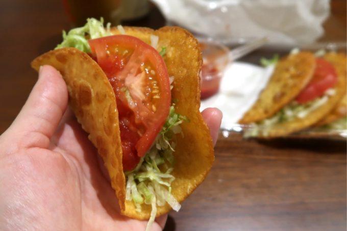 那覇市おもろまち「Tacos-ya(タコス屋)新都心店」タコスはてのひらサイズ