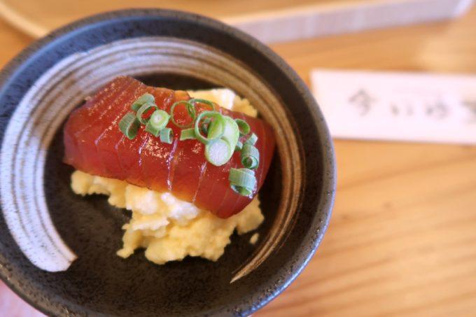 那覇・具志「今いゆ玉しろ」海人のさしみ丼ぶり(1300円)の漬け鮪のポテサラでシメた。