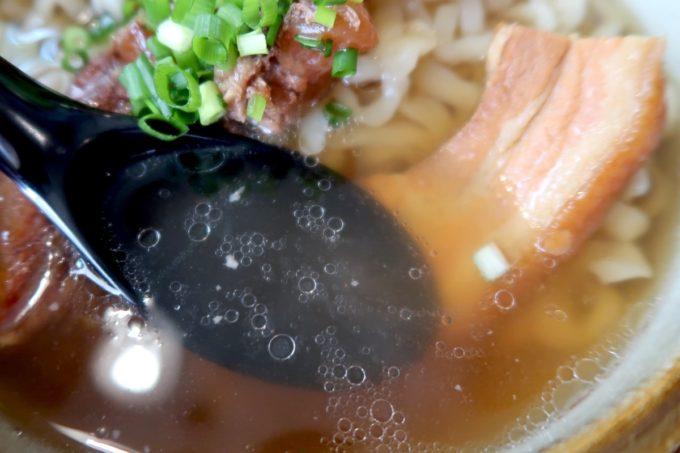 那覇・首里平良町「きんそば」鰹出汁のスープはあっさり・すっきり