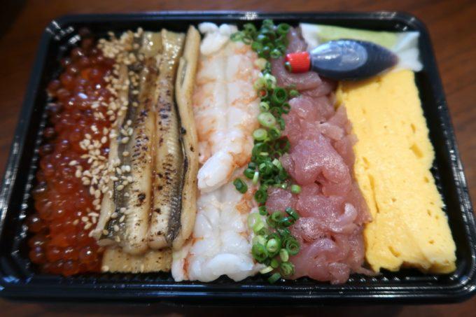 那覇・与儀「地魚仕立て屋 おりた鮮魚店」おりた鮮魚の海鮮ちらし飯(880円)