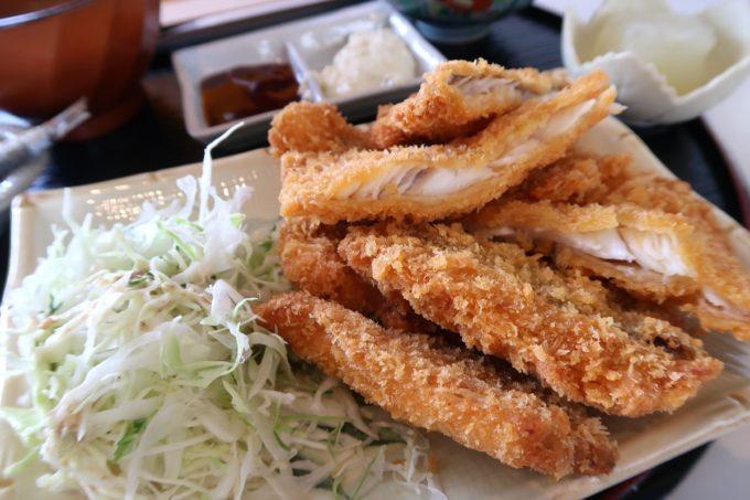 糸満「食工房まほろば」とれたて魚フライ定食(800円)のフライのボリュームがすごい