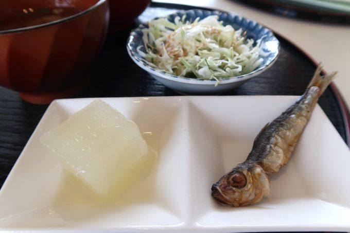 糸満「食工房まほろば」海鮮天丼(800円)の小鉢類