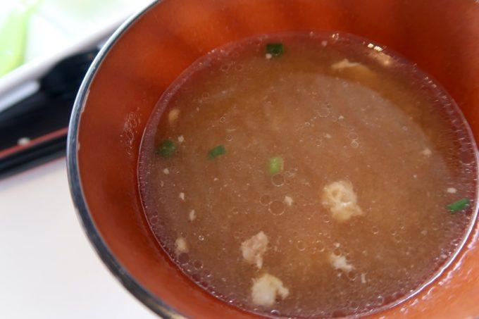 糸満「食工房まほろば」海鮮天丼(800円)の味噌汁