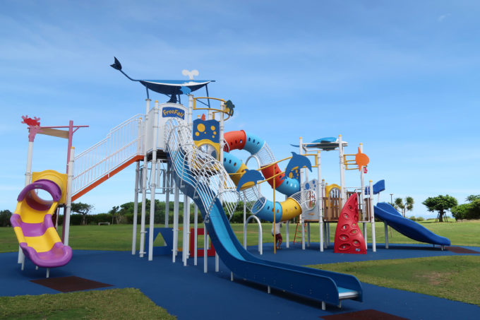 北谷町「砂辺馬場公園」2020年5月にリニューアルした公園のコンビネーション遊具