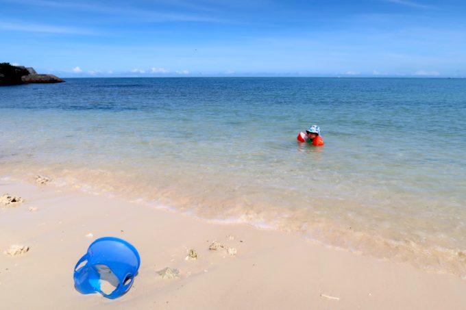 北谷町「砂辺ビーチ」砂地で波がなく、こどもが遊びやすい