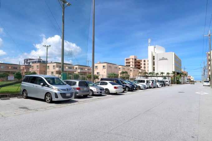 北谷町「砂辺ビーチ」の駐車場は砂辺馬場公園の無料駐車場を使う