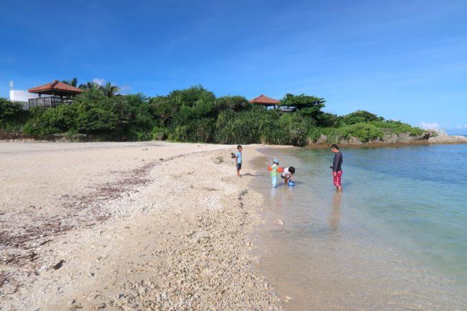 北谷町「砂辺ビーチ」は浅瀬が続き波が高くないので子連れで遊びに行きやすい