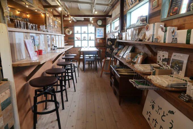 糸満「海ん道(うみんち)」受付はカフェ(海ぶどうのお店 ぷちぷち)と兼用になっている