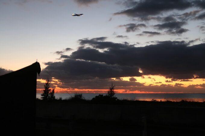 糸満「海ん道(うみんち)」で見る夕日