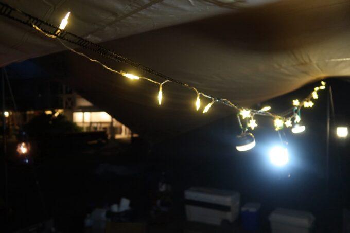 糸満「海ん道(うみんち)」レクタタープの中を灯す電飾