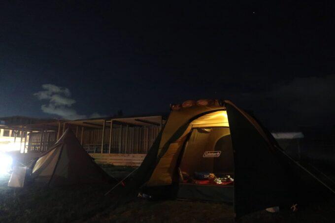 糸満「海ん道(うみんち)」DODワンポールテントとコールマンのドーム型テント