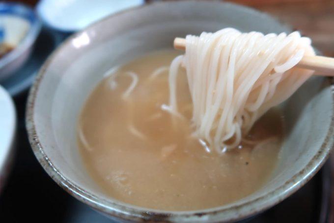 那覇市東町「鮮魚 ふくむら」ランチの刺身定食の汁物はそうめん汁だった。