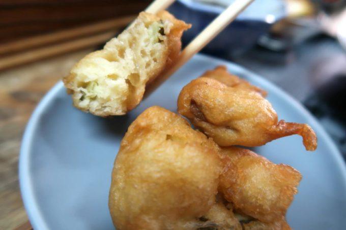 那覇市東町「鮮魚 ふくむら」ランチの刺身定食についてるてんぷらは衣が分厚い沖縄タイプ。