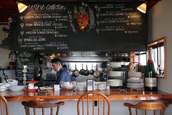 沖縄市・泡瀬「ハーベスト」キッチンで腕を振るう新地シェフ