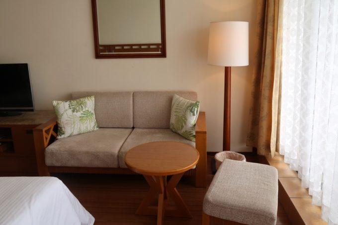沖縄・恩納村「ホテルムーンビーチ」ナチュラルスーペリア(32.4平米、ツインルーム、グリーンビュー)の室内