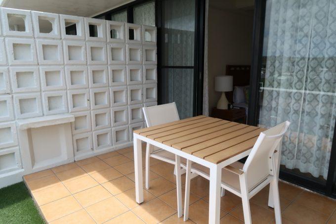 沖縄・恩納村「ホテルムーンビーチ」ナチュラルスーペリア(32.4平米、ツインルーム、グリーンビュー)のベランダ
