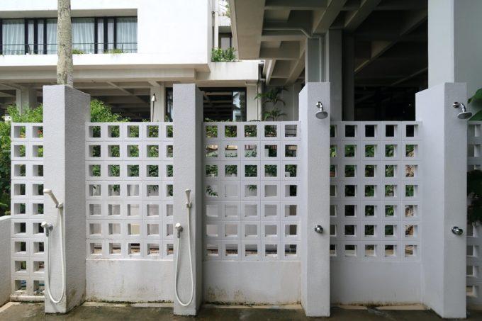 沖縄・恩納村「ホテルムーンビーチ」ラグーンプール付近にあるシャワー