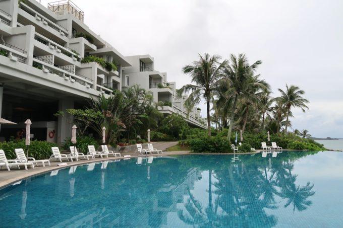 沖縄・恩納村「ホテルムーンビーチ」朝のラグーンプール