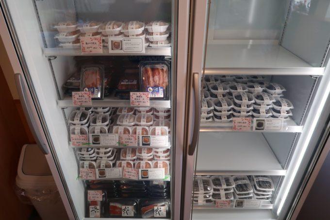 豊見城市「沖縄やまや」冷凍のお土産コーナーもある