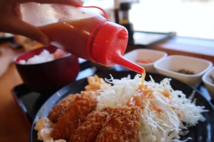 豊見城市「沖縄やまや」サラダのドレッシングにも明太子が使われている