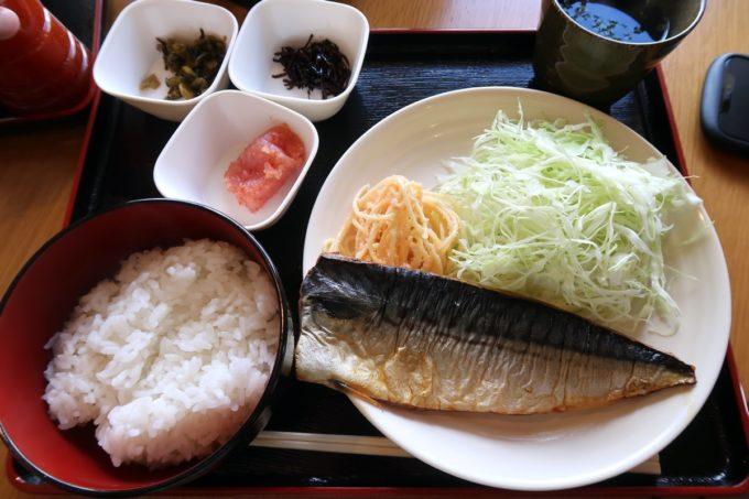 豊見城市「沖縄やまや」日替わりの塩サバ定食(1000円)