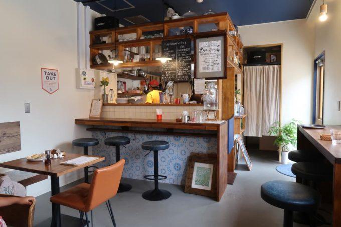 糸満「spice kitchen naminami(スパイスキッチン ナミナミ)」の店内客席