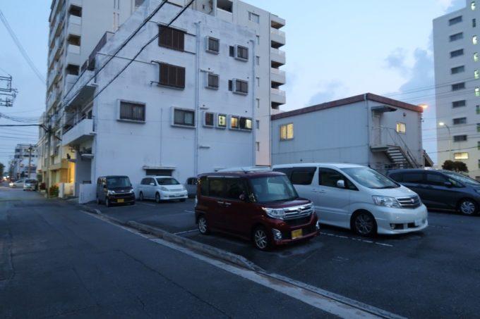 那覇市曙「タコスプーン(TACO SPOON)」の近くにある専用駐車場