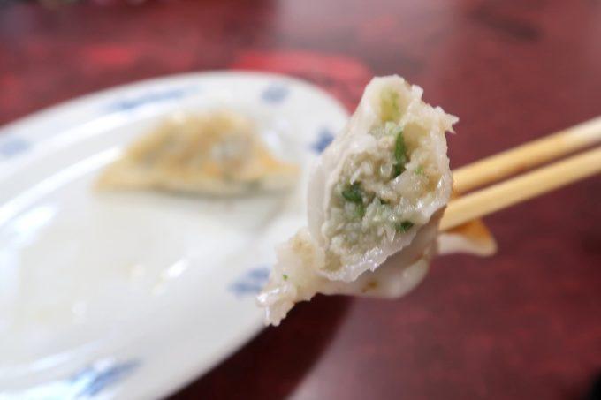 宜野湾「手打ちラーメンかなざわ」ギョウザは肉が多めの餡だった