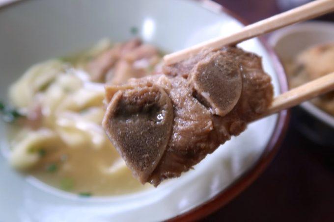 名護市城「八重食堂」の本ソーキ肉