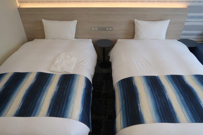 那覇市西町「ホテル・トリフィート那覇旭橋」スーペリアツイン(インディゴタイプ)のベッドは110cmのワイドシングルサイズ