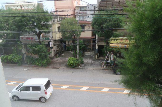 那覇市西町「ホテル・トリフィート那覇旭橋」窓からの眺め